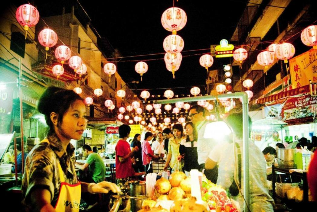 food stalls at the busy chinatown area
