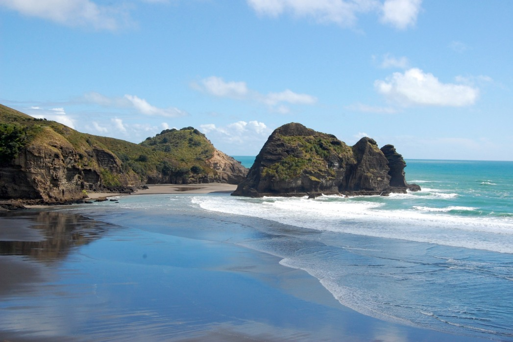 Waves coming in across the black sands of Piha Beach