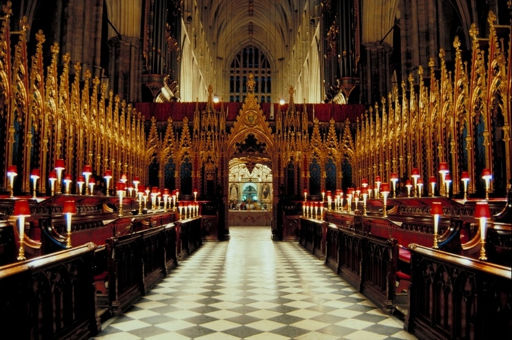 Westminster Abbey, features opulent gold panels and elegant wood furnishings